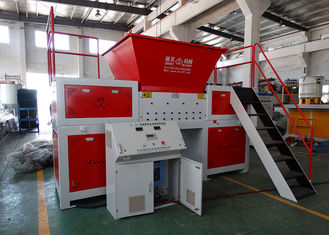 Chiny Waste Wood / Tire Twin Shaft Shredder System sterowania PLC Anti-Winding and Stuck dostawca